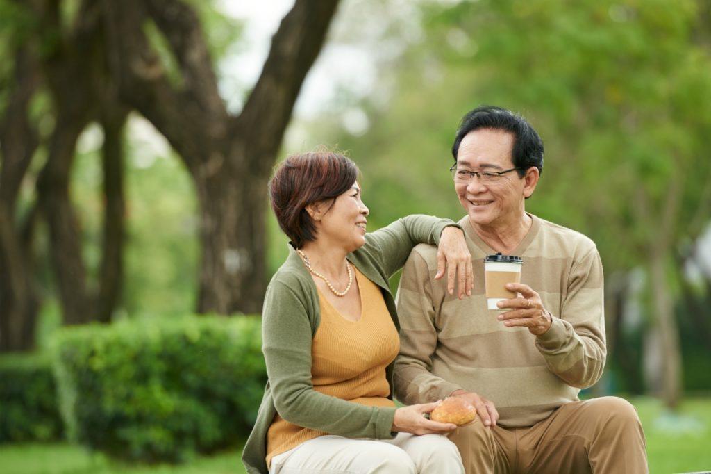 中高年夫婦の画像