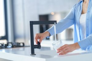 浄水器のコスパを考える。今大人気のプロトン水で毎日健康生活