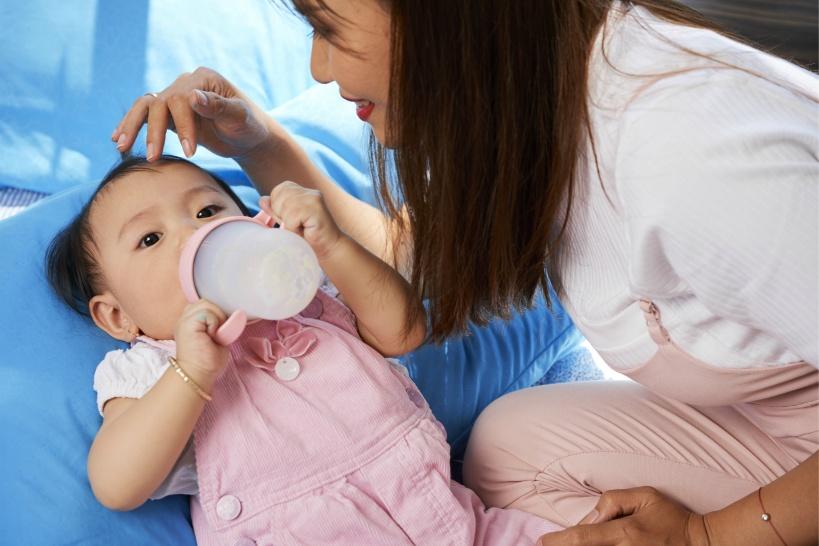 赤ちゃんの胃腸に負担がかかる!水道水は絶対にダメ