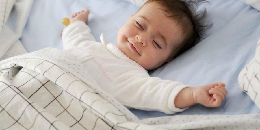 赤ちゃんに飲ませるおすすめの水は?水道水とミネラルウォーターの比較