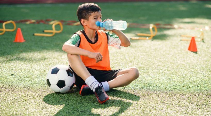 スポーツ選手は飲み物・ドリンクにも注意している!水が最重要