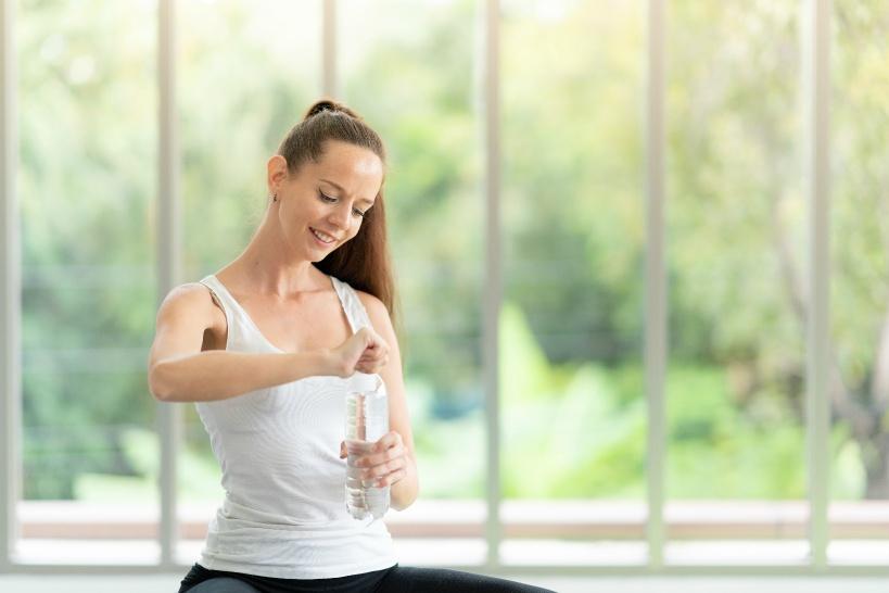 水を飲むことでニキビの改善が期待できる