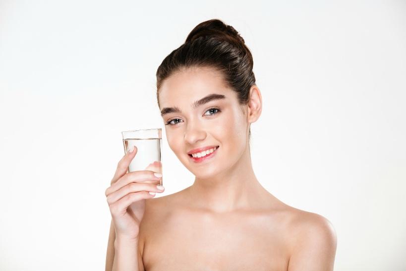 便秘を治したい場合は水素水が適している