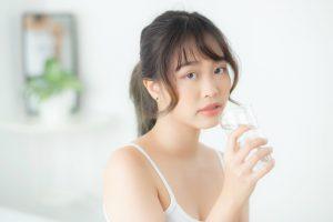 長年の便秘に健康にいい水を飲もう!選び方とポイント
