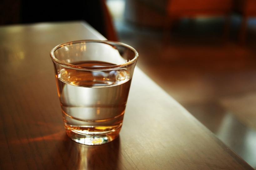 アルカリイオン水と還元水素水の違い