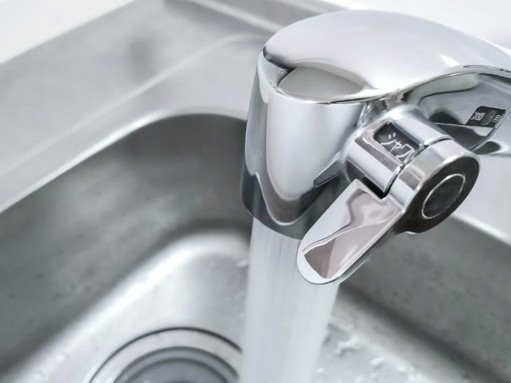 蛇口直結型の浄水器の方が値段は安いが、長く使うならおすすめは据え置き型