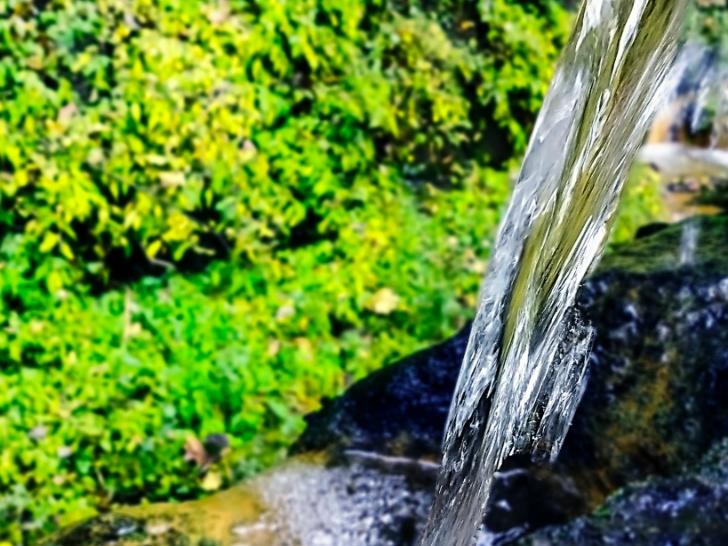 赤ちゃんの水にミネラルウォーターや天然水を飲ませる場合